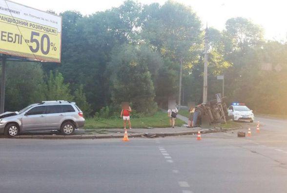 ДТП на Прибузькій: перекинута «Toyota» і двоє в лікарні