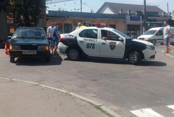 Біля міської лікарні в ДТП попало авто охоронної фірми