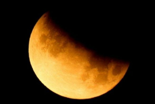Ввечері буде місячне затемнення. Від чого варто відмовитися в цей день