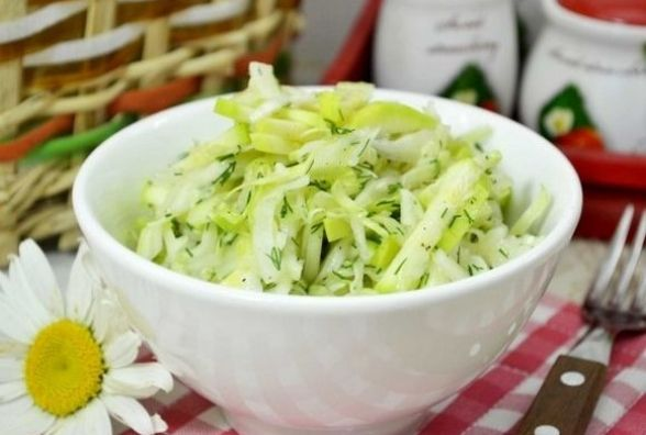 Корисний рецепт: як приготувати салат із кабачків і капусти