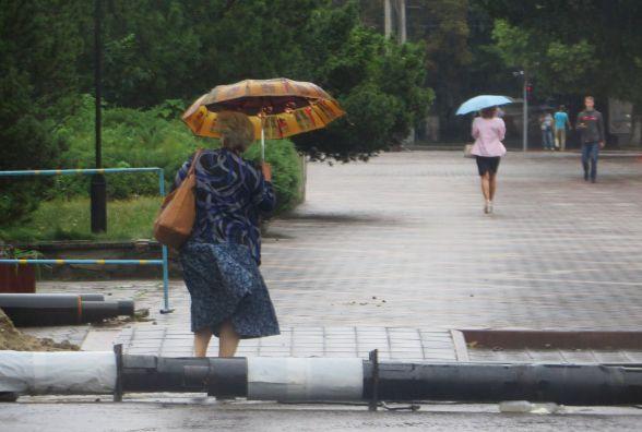 Хмельницький «вмиває» дощем після пекельної спеки