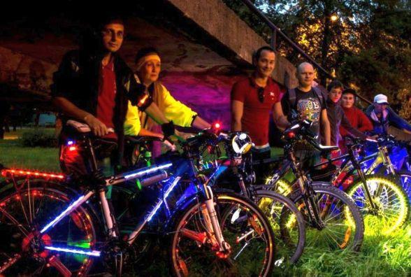 Хмельницькі велосипедисти засвітяться на нічному велозаїзді