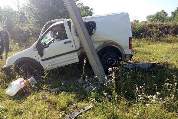 """""""Ford"""" перекинувся і врізався в стовп. Загинула молода пара з Хмельницького"""