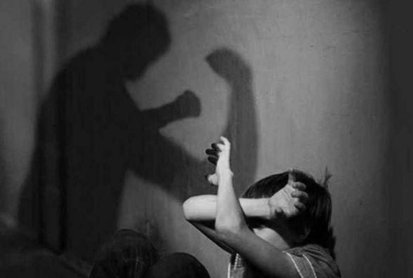 """За зґвалтування та торгівлю дітьми пропонують карати """"довічним""""  (ОБГОВОРЕННЯ)"""