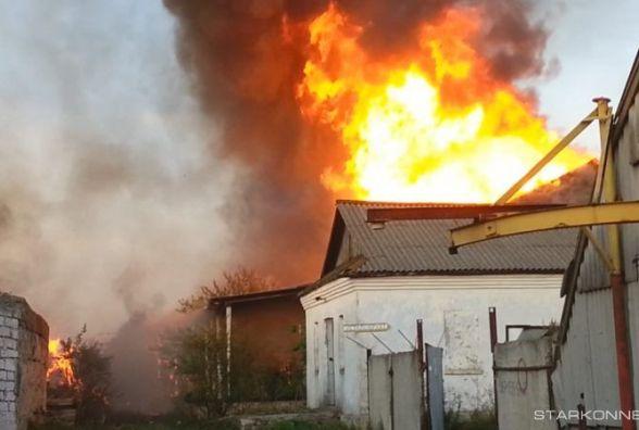 Масштабна пожежа у Старокостянтинові: згоріли склади з коноплею