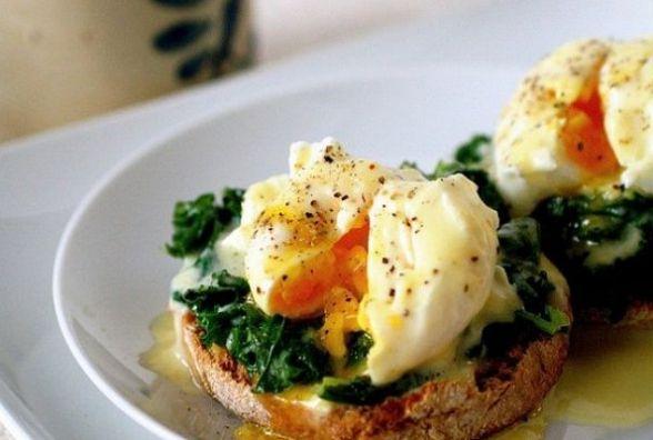 Сніданок за 5 хвилин: як приготувати яйце-пашот з тостом