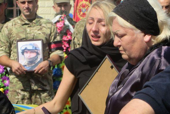У Хмельницькому зі сльозами на очах попрощались з розвідником Олександром Бойко