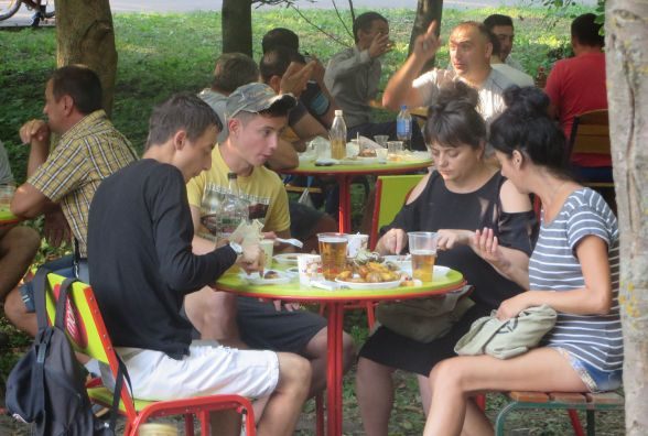 Діти у фонтані, а дорослі з медовухою: як пройшов другий день Медового фестивалю