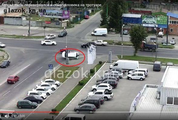 """З'явилося відео ДТП на перехресті Трудової і Прибузької: Toyota """"знесла"""" жінку на тротуарі"""