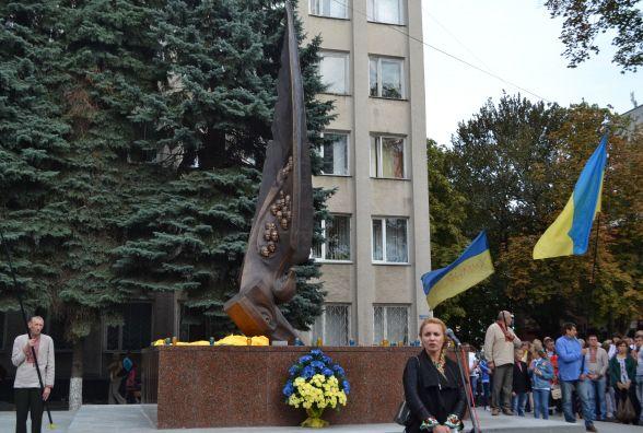 У Хмельницькому відкрили пам'ятник Небесній Сотні