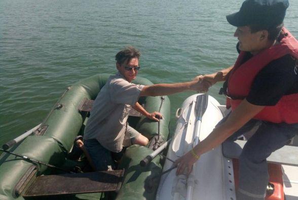 Чоловік ледь не потонув на Дністрі через пошкоджений човен