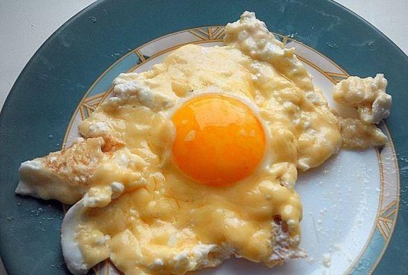 Смачний сніданок: як приготувати французьку яєчню