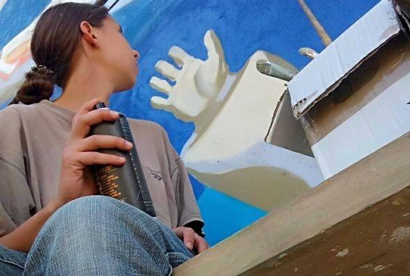 Донька відомого художника Миколи Мазура намалювала мурал у Гречанах
