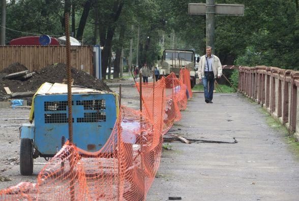 Місяць ремонту Старокостянтинівського мосту: що вже встигли зробити