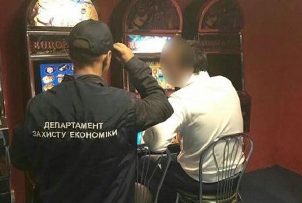 У Волочиську прикрили підпільний зал, де грали в азартні ігри