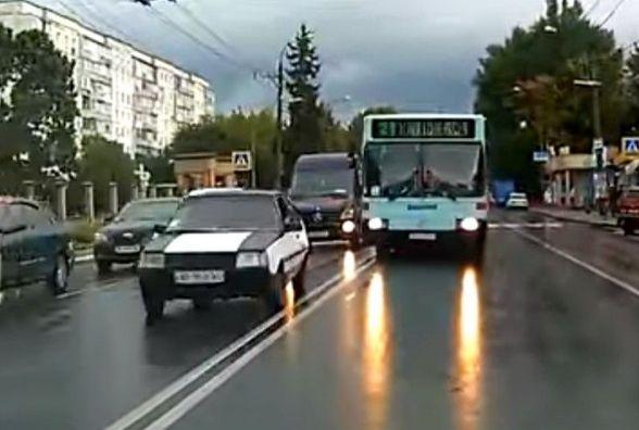 21-ий автобус на зустрічці: як можуть покарати водія і перевізника за порушення