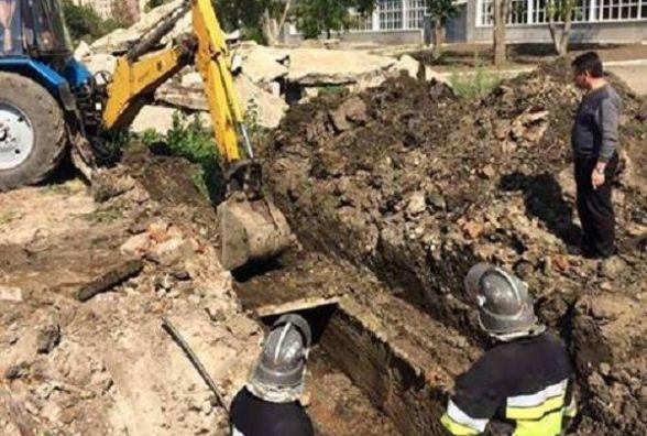 Назвали причину смерті чоловіка, тіло якого знайшли у колекторі в Кам'янці