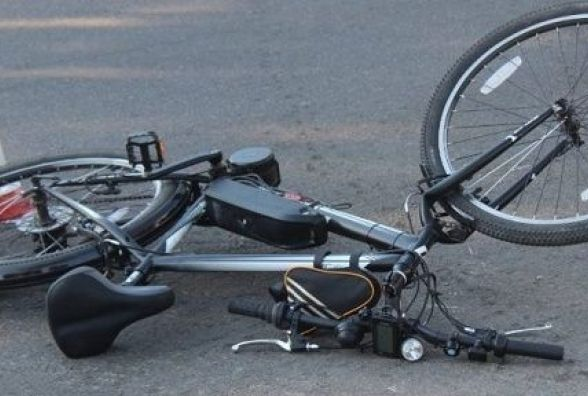 У Славуті велосипедист потрапив під колеса автівки