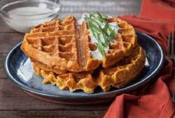 Смачний сніданок: як приготувати оригінальні картопляні вафлі