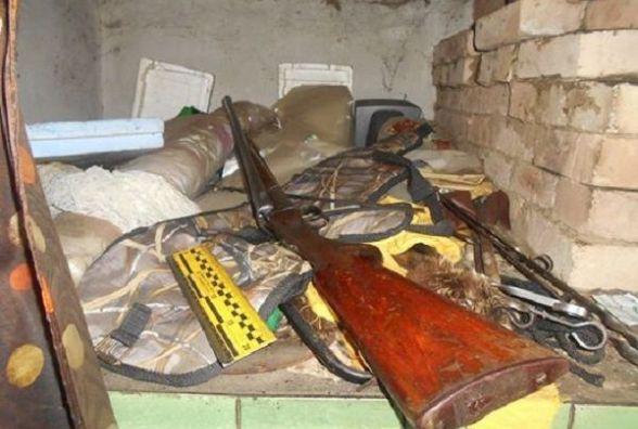 На Шепетівщині чоловік незаконно зберігав зброю та боєприпаси