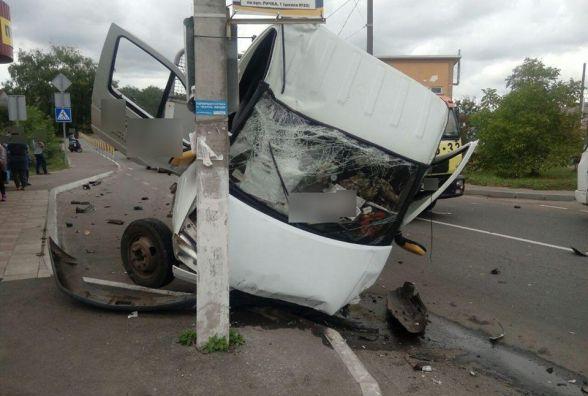 Хроніка ДТП за тиждень: збиті дорожні знаки і 20 п'яних за кермом