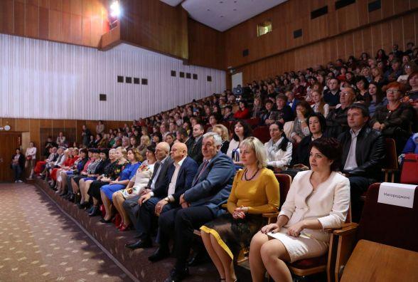 Хмельницьких педагогів привітали з професійним святом