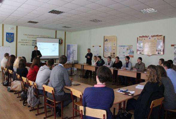 """У Хмельницькому стартувало навчання у """"Школі молодого підприємця"""""""