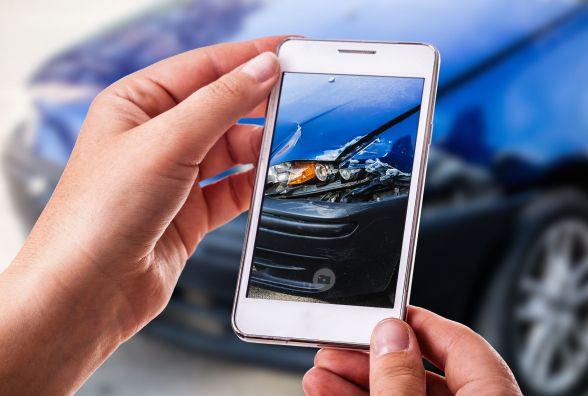 Як водіям оформити ДТП у смартфоні і без поліції