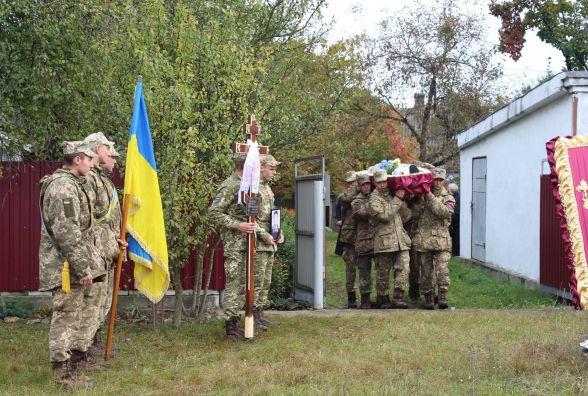 У Славуті в останню дорогу провели капітана, який загинув в АТО