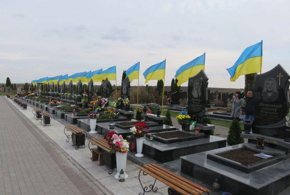 На Шаровечці встановили пам'ятники на могилах загиблих героїв АТО