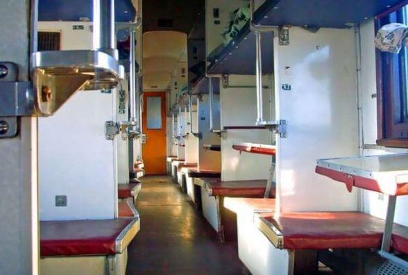 """""""Укрзалізниця"""" годуватиме пасажирів. В поїздах можна буде замовити перші страви і компот"""