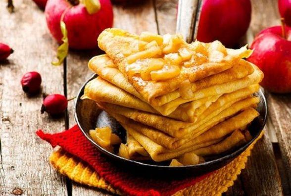 Смачний та оригінальний сніданок: як приготувати гарбузові млинці з яблуками
