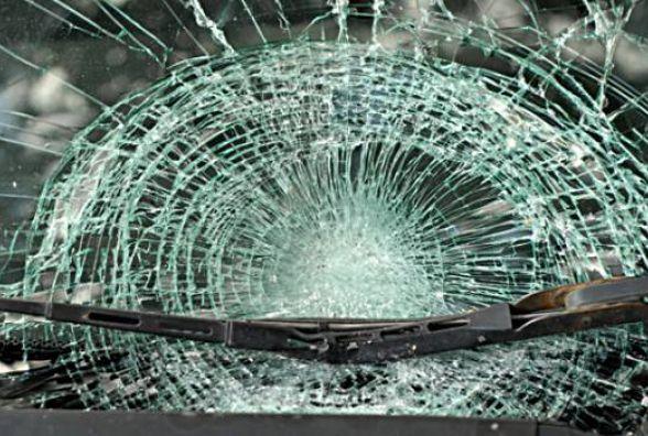 """На Хмельниччині під колеса автомобіля """"ВАЗ"""" потрапив 22-річний чоловік"""