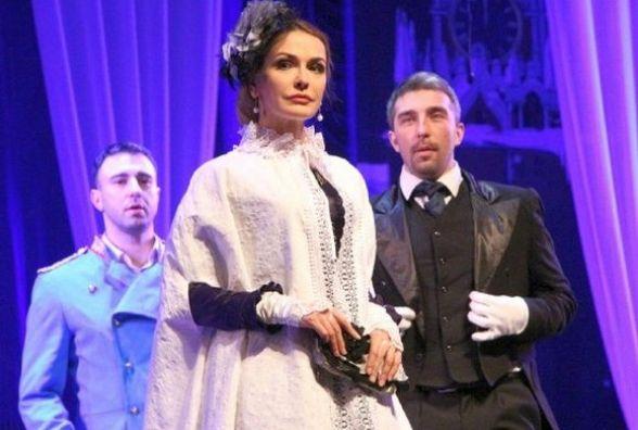 Через SEX і російську мову в Хмельницький не пускають відомі українські театри?