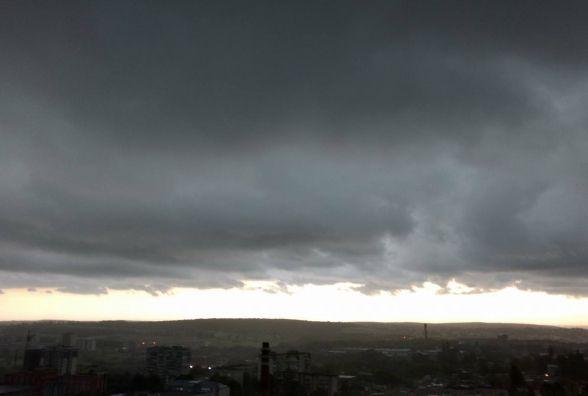 Туман на дорогах Хмельницького: водіїв просять бути уважними