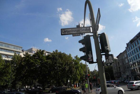 У влади просять про таблички із назвами вулиць та номерами будинків на світлофорах