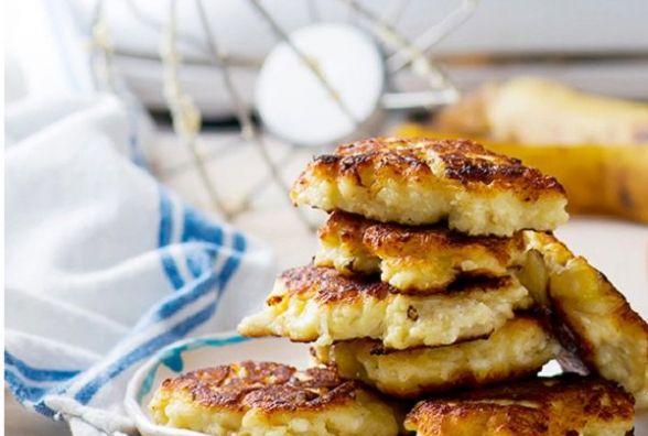 Смачний та оригінальний сніданок: як приготувати сирники з вівсянкою і бананом