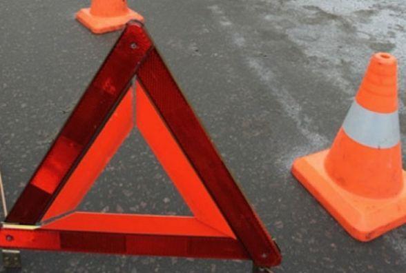 """Поліція розшукує """"Renault Kangoo"""", який врізався в авто на Волочиській та втік"""