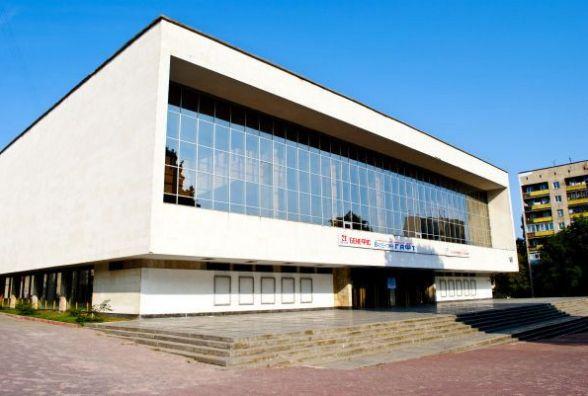Чи дійсно у Хмельницькому відмовляють відомим українським театрам? Пояснення директорки  Старицького
