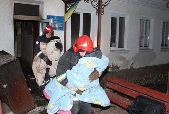 """У Хмельницькому горів  центр реабілітації """"Подолянчик"""". Врятували 38 дітей"""