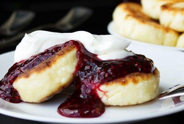 Смачний та оригінальний сніданок: як приготувати сирники з манкою