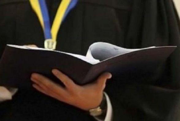 На 5 років засудили чоловіка, який крав благодійні внески у Славуті і Шепетівці