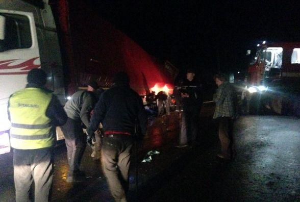 У Старокостянтинівському районі перекинулася вантажівка та заблокувала рух на трасі
