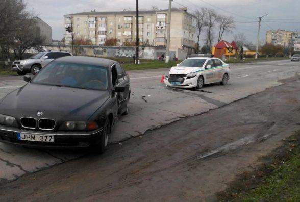 """У Кам'янці-Подільському """"BMW"""" зіткнувся із автомобілем державної охорони"""
