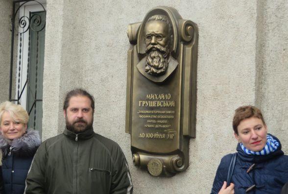 Пам'ятна дошка Грушевському: що пов'язує відомого історика та залізничний вокзал Хмельницького