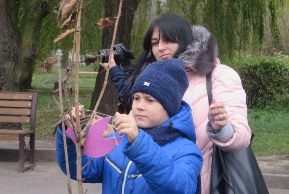 У парку Чекмана висадили 19 сакур, які подарувало посольство Японії