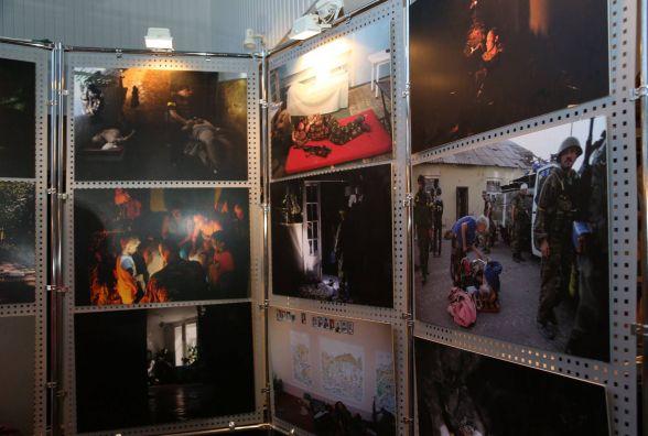 """У Хмельницькому відкрили виставку """"Іловайськ 2014"""""""
