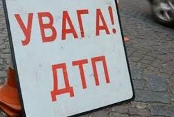 На проспекті Миру аварія: після зіткнення двох авто постраждав пішохід