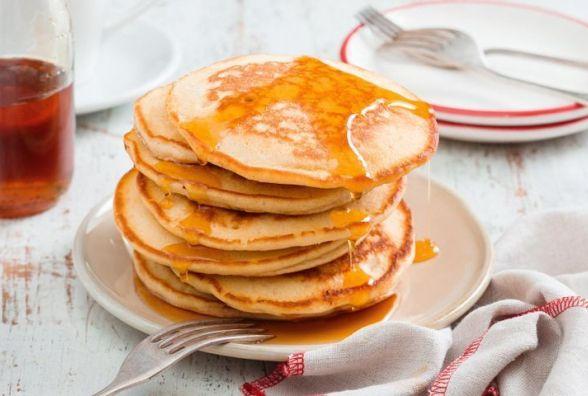 Смачний і швидкий сніданок: як приготувати молочні панкейки