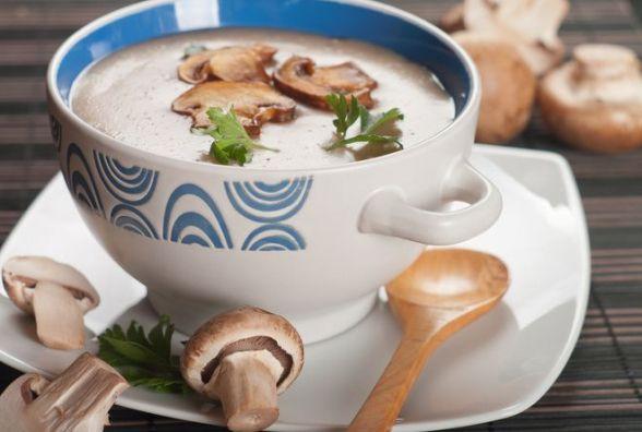 Смачний та швидкий сніданок: як приготувати грибний суп-пюре